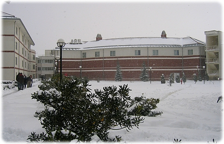istanbul_campus_snow_feb08_3l.jpg