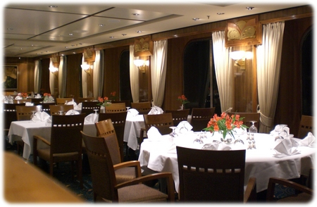 qm2-britannia-dining-room-up-3l.jpg