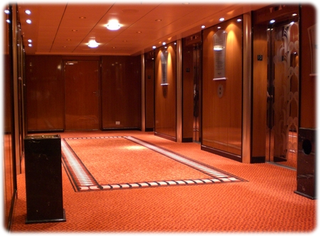 qm2-deck10-elevator3l.jpg