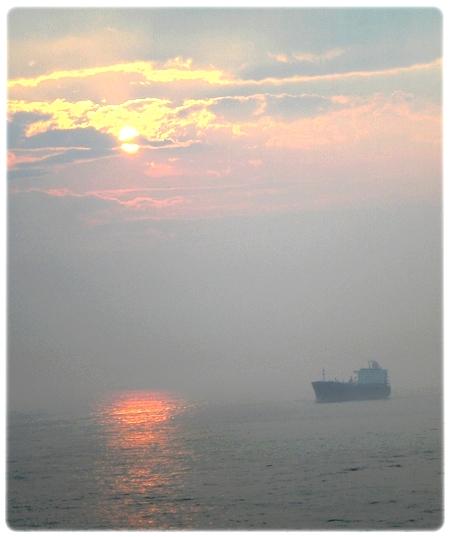 qm2-ny-sunset3l.jpg