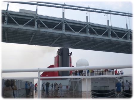 qm2-pipe-verrazano-narrows3l.jpg