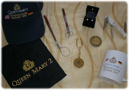 qm2-souvenirs-3l.jpg