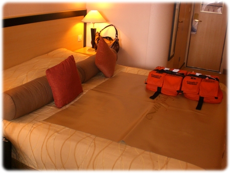qm2-stateroom-king-size-bed3l.jpg
