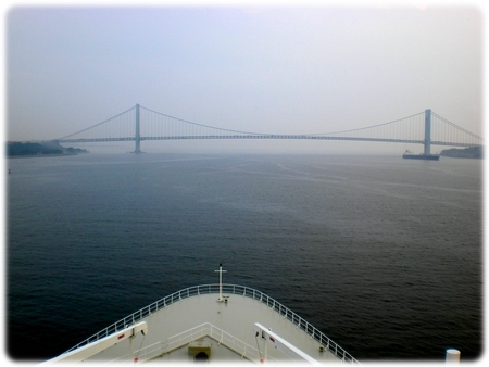 qm2-verrazano-narrows-fromny3l.jpg