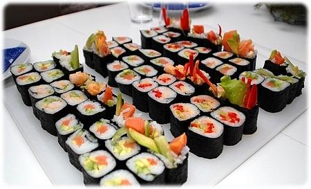 Sushi. Mange. :)