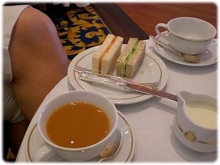 qm2-afternoon-tea-queens-room-3l.jpg