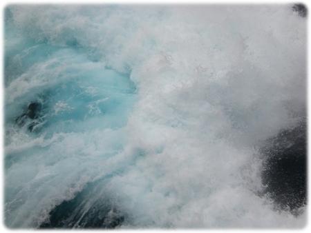 qm2-blue-sea-at-see-3l.jpg