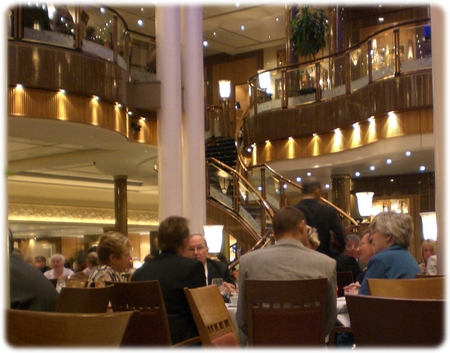 qm2-britannia-dining-room-down-3l.jpg