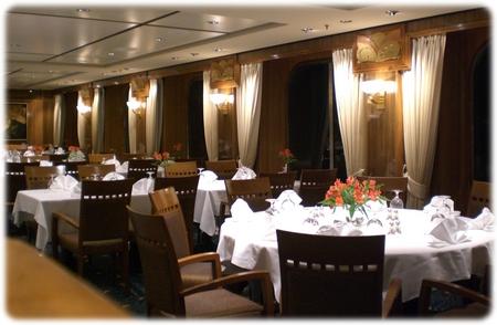 qm2-britannia-dining-room-up-3l.jpg