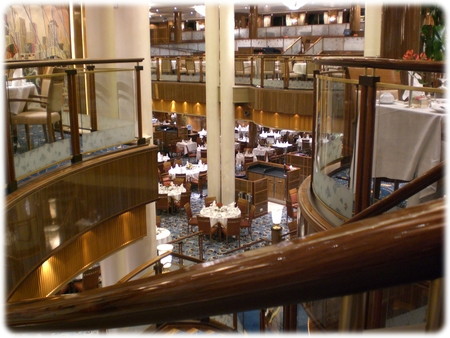 qm2-britannia-dining-room-view-3l.jpg
