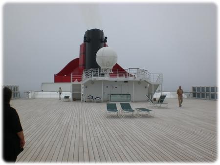 qm2-deck-13-sportsdeck-3l.jpg