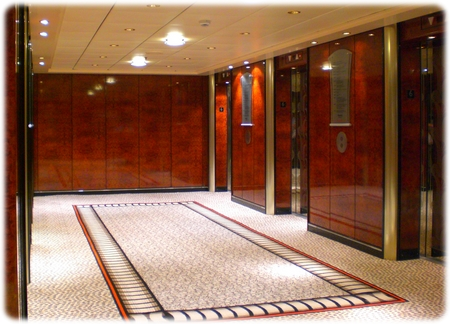 qm2-deck6-elevator3l.jpg