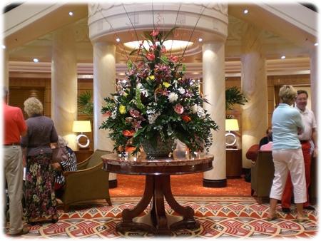 qm2-flower-in-lobby-3l.jpg