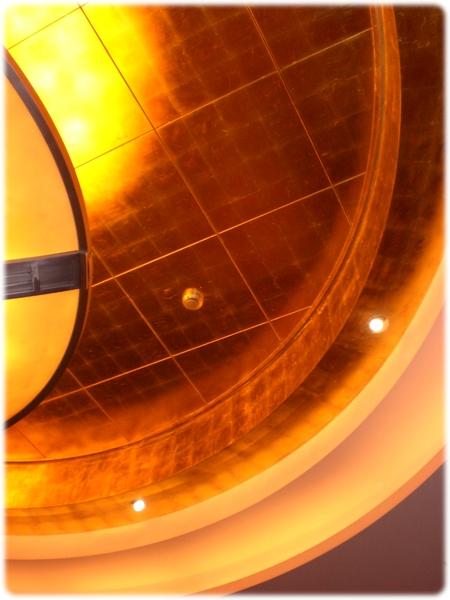qm2-gold-ceiling-3l.jpg