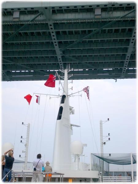qm2-mast2-verrazano-narrows3l.jpg